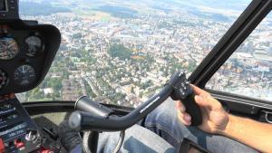 Cockpit Helikopter - Flug für Immobilien Luftaufnahmen